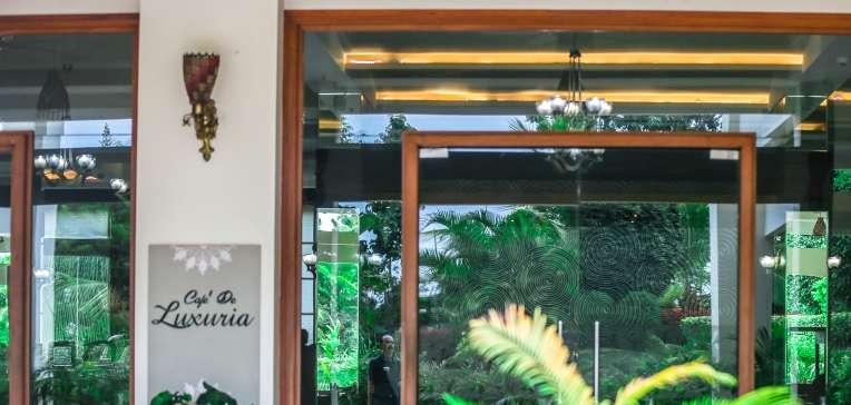 CAFE DE LUXURIA